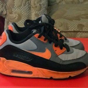 44c8de251c3 Nike Shoes - Nike air max boys 12
